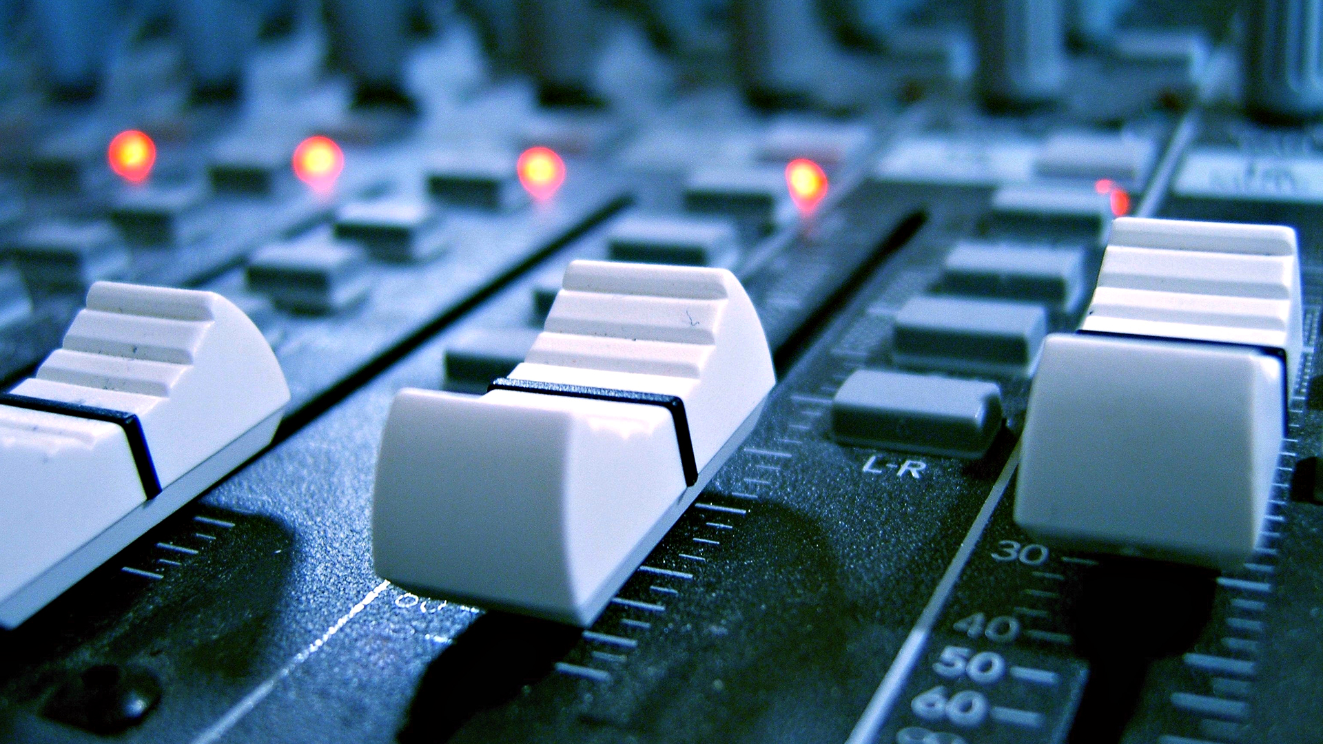 Звезды российского шоу-бизнеса стали совладельцами «Столицы FM»