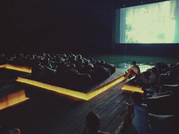 В Санкт-Петербурге появятся ночные кинотеатры на воде
