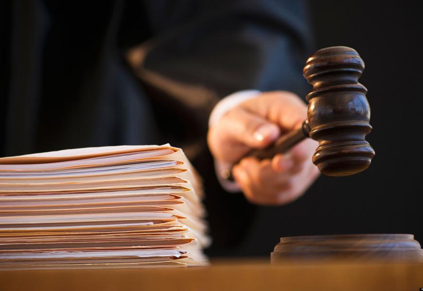 Оказалось что судье насильно в рот водку заливали, а мента...под суд. (видео)