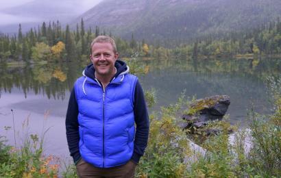Джон Уоррен ищет компаньона для поездки в Норвегию