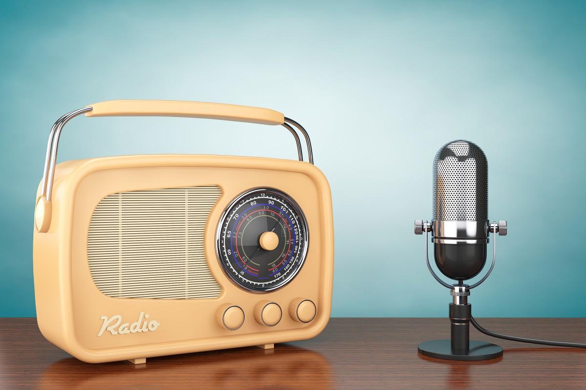 """Як соціальні мережі впливають на розвиток радіо: думка редактора радіо """"Західний полюс"""""""