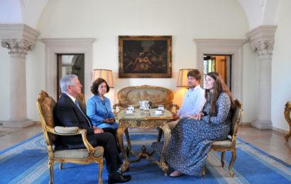 Герои программы «Пора в отпуск» встретились с Кронпринцем Югославии на аудиенции в королевском дворце