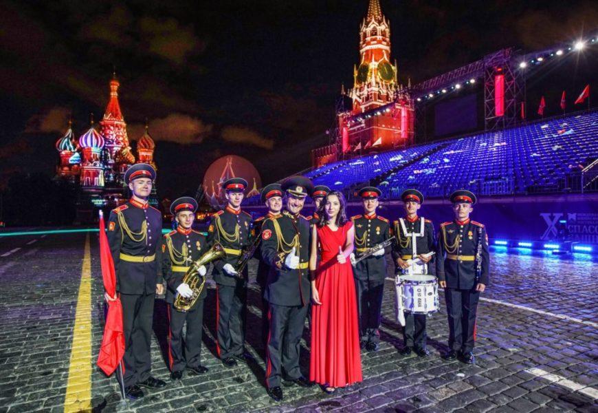 Участница проекта НТВ «Ты супер!» приняла участие в международном военно-музыкальном фестивале «Спасская башня»