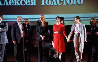 Более 2000 человек пришли на премьеру сериала НТВ «Хождение по мукам»